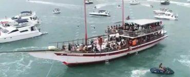 Festa em barcos no Guarujá
