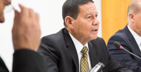 Vice-Presidente da República, General Hamilton Mourão, durante reunião