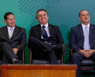 Onyx Lorenzoni ao lado de Hamilton Mourão e Jair Bolsonaro