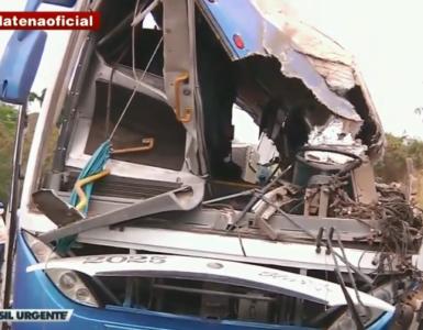 Ônibus envolvido no acidente em Taguaí