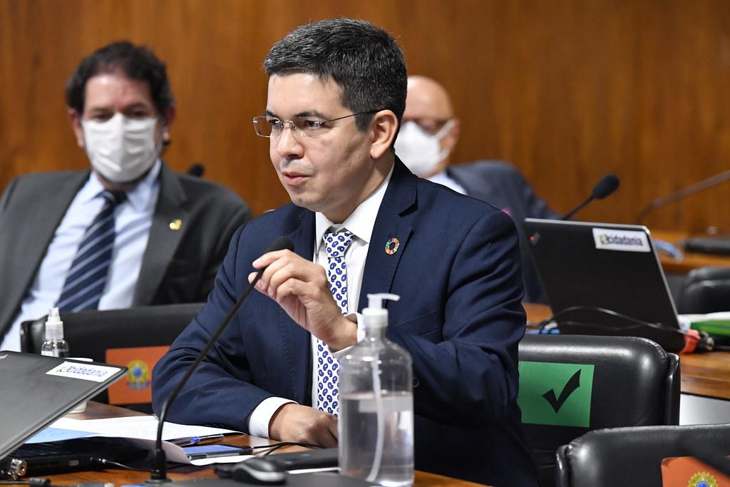 Relatório da CPI vai apontar ao menos 11 crimes cometidos por Bolsonaro, diz Randolfe