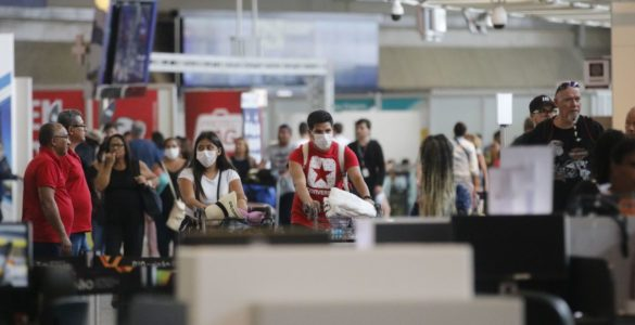 Aeroporto máscara coronavírus covid-19