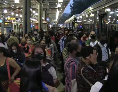 Transporte público lotado em São Paulo