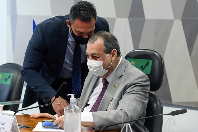 Aziz: Crimes atribuídos a Bolsonaro dão prisão perpétua em tribunal internacional