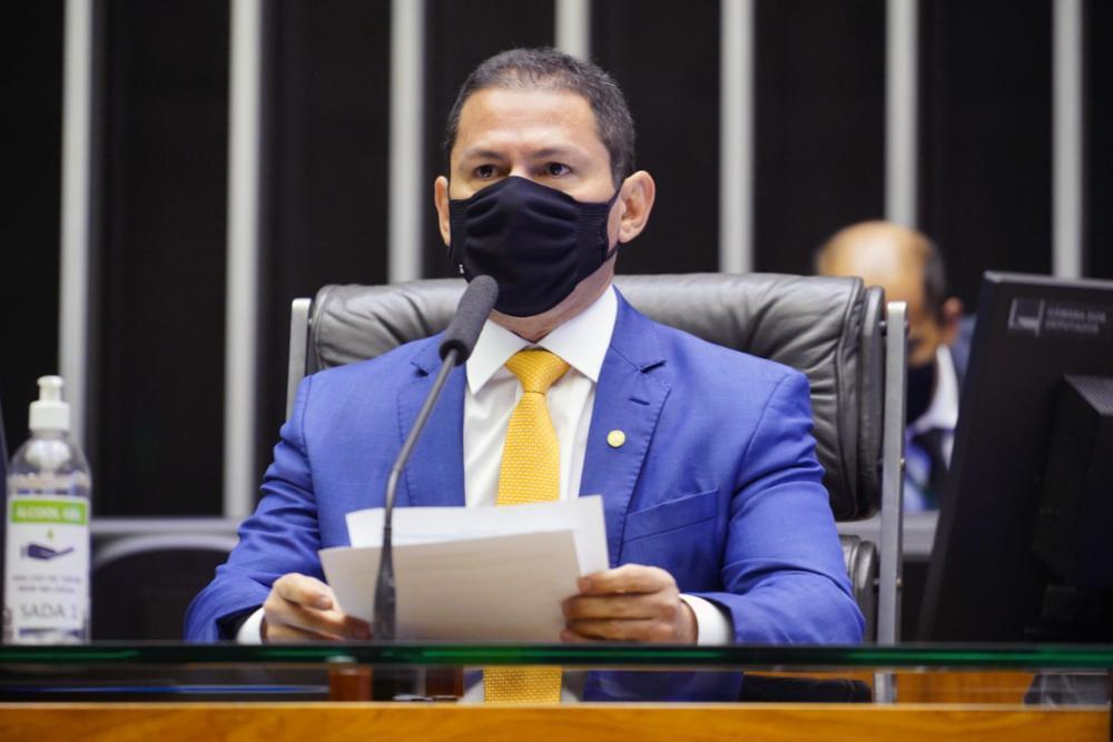 """Marcelo Ramos apresenta projeto para derrubar aumento do IOF: """"É uma aberração"""""""