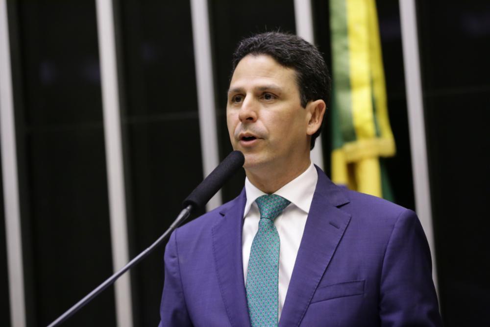 """""""Chutezinho na canela é do jogo"""", diz presidente do PSDB sobre farpas entre Doria e Leite"""