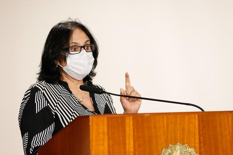 Ministério acompanha idosa de 100 anos vítima de estupro no MS, diz Damares
